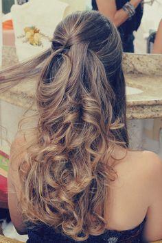 Madrinhas de casamento: Penteado de festa Up Hairstyles, Pretty Hairstyles, Wedding Hairstyles, Hair Specialist, Grunge Hair, Stylish Hair, How To Make Hair, Love Hair, Bridesmaid Hair