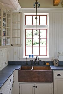 Farmers Sink = gorgeous.  Love the white, blue & red!