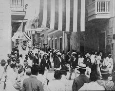 Desfile de veteranos de la Guerra Hispanoamericana, calle Fortaleza, San Juan, Puerto Rico (1898-1917)  Puerto Rico | Imágenes del Ayer | Vintage Images - Page 37 - SkyscraperCity