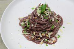 πατάτες βουτύρου γαλλικές - - Oh là là | Pandespani Japchae, Spaghetti, Ethnic Recipes, Pac Man, Brot, Noodle