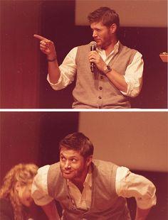Supernatural ~ Jensen - entertaining the crowd Sam Dean, Dean Castiel, Supernatural Jensen, Dean Winchester, Jensen Ackles Jared Padalecki, Jared And Jensen, Smallville, Supernatural Convention, Bobby Singer