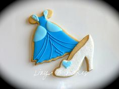 Disney's Cinderella cookies are cute and delicious snacks for a movie party - A Southern Outdoor Cinema movie snack & food idea for backyard movie night. Disney Princess Cookies, Disney Cookies, Disney Princess Party, Shoe Cookies, Cupcake Cookies, Sugar Cookies, Cupcakes, Baby Cookies, Birthday Cookies