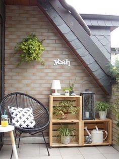 12 einfache DIY-Ideen für den Balkon 12 simple DIY ideas for the balcony Diy Wooden Crate, Acapulco Chair, Small Balcony Decor, Balcony Ideas, Balcony Plants, Patio Ideas, Balcony Gardening, Small Patio, Balkon Design