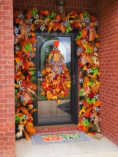 Outside Fall Decorations, Easy Halloween Decorations, Harvest Decorations, Deco Mesh Garland, Deco Mesh Wreaths, Fall Wreaths, Thanksgiving Mesh Wreath, Fall Deco Mesh, Scarecrow Wreath