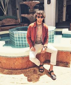Italian Fashion Casual Look For Men, Casual Looks, Male Fashion Trends, Boy Fashion, Mode Masculine, Barefoot Men, Mens Flip Flops, Male Feet, Italian Fashion