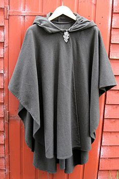 Wool poncho ... but not crazy about leaf thingy