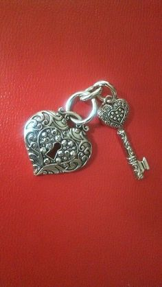 Key to my Heart - This could be a nice charm to add to your purse or key chain, I'd like to make this with more strands of beads and chains. I Love Heart, Key To My Heart, Heart Art, Under Lock And Key, Key Lock, Antique Keys, Vintage Keys, Key Jewelry, Jewelery