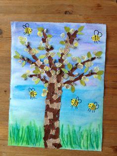 Helemaal een geweldige teken-knutselopdracht! Boom van gescheurd stukjes papier, achtergrond met waterverf/ecoline (met grote spons?), de bijtjes met vingerafdrukken.