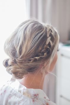 Knot bun with dutch braid. Upstyle with braid, dutch braid, easy hair, bridal hair, bridesmaid hair