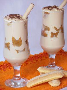 Tiramisu cu capsune - CAIETUL CU RETETE Something Sweet, Tiramisu, Parfait, Glass Of Milk, Panna Cotta, Deserts, Pudding, Cookies, Food