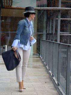 Business Look mit Jeansjacke und Bluse - www.lady50plus.de
