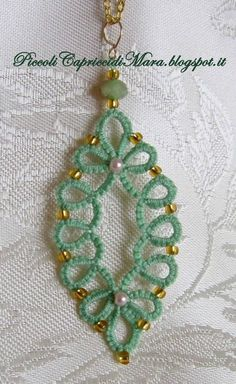 Wonder whether this can be converted to crochet? Tatting Earrings, Tatting Jewelry, Tatting Lace, Seed Bead Jewelry, Crochet Earrings, Shuttle Tatting Patterns, Needle Tatting Patterns, Crochet Jewelry Patterns, Crochet Accessories