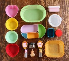 Awesome ideas for tiny containers to fit different food choices within boxes... very neat!