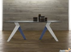 Tavolo con struttura in metallo e legno massello Threepeat