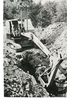 Koehring cable backhoe with an extend a hoe. Heavy Construction Equipment, Heavy Equipment, Operating Engineers, Earth Moving Equipment, Training Materials, Antique Tractors, Work Horses, Heavy Machinery, Old Cats