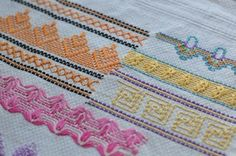 Swedish Weaving or Huck Embroidery - Sewing, Needlecraft, Thread Cross Stitch Embroidery, Embroidery Patterns, Cross Stitch Patterns, Free Swedish Weaving Patterns, Blackwork, Huck Towels, Couture Invisible, Swedish Embroidery, Monks Cloth