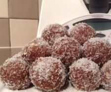 Recipe Moon Bugs by learn to make this recipe easily in your kitchen machine and discover other Thermomix recipes in Baking - sweet. Marie Biscuits, Sweet Moon, Recipe Community, Cocoa, Bugs, Kitchen Ideas, Sweet Treats, Milk, Butter
