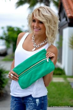 LOVE this hair. And that bag. wait.. just the entire outfit