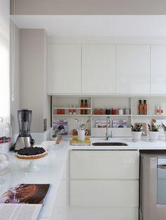 cozinhas pequenas com prateleiras