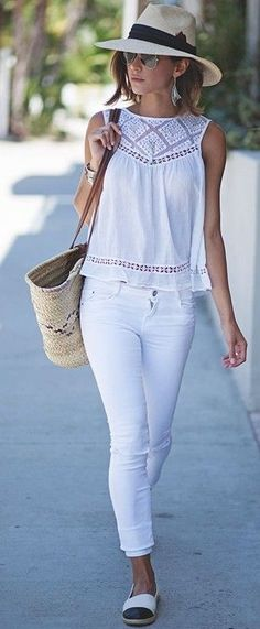 Shop New Arrivals and check out the latest Outfit Ideas and Inspiration ⭐ Boho Chic Fashion Style 2018 featuring boho hippie gypsy style clothing and apparel store. Available for retail and wholesale. ⭐ Visit our Store with a click! White Jeans Outfit, White Outfits, Casual Outfits, Casual Jeans, White Pants, White Jeans Summer, Look Fashion, Trendy Fashion, Womens Fashion