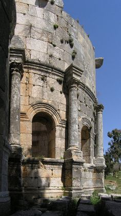 nice piece of apse, saint simeon, syria, easter 2004 Byzantine Architecture, Roman Architecture, Religious Architecture, Historical Architecture, Sassanid, Beautiful Ruins, Cradle Of Civilization, Ancient Buildings, Byzantine Art