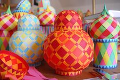 Make woven paper balls, and more! | How About Orange- seriously?! just beautiful---Would I ever have the patience to accomplish this...