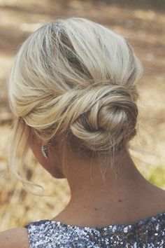 Wedding Hairstyles Medium Hair A beautiful braided bun hair updo that is simple and elegant. - 7 GORGEOUS Hair Updos that will make everyone's head spin when you walk in the room. These hairstyles are perfect for your Wedding, Prom, or Military Ball. Easy Bun Hairstyles, Easy Summer Hairstyles, Cool Haircuts, Straight Hairstyles, Wedding Hairstyles, Updo Hairstyle, Layered Hairstyles, Formal Hairstyles, Hairstyles Haircuts
