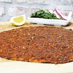 Lahmacun - Ar Ruha Restaurant / İstanbul ( Nişantaşı ) Telefon : 0212 232 77 71  Kuzu eti, urfa isotu ile yapılmaktadır. Yanında nane, limon, maydanoz,  turp ve roka ile servis edilmektedir.
