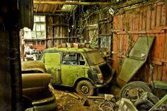 """Abandonné ... """" La garage à voiture"""", encore une superbe photo de Siska. Ambiance ..."""