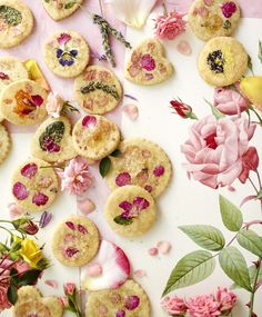 Sugar Cookies with Edible Flowers from Food with Friends by Leela Cyd // Flower Sugar Cookies, Sugar Cookies Recipe, Cookie Recipes, Dessert Recipes, Mug Cakes, Cookies Et Biscuits, Cake Cookies, Cookie Favors, Heart Cookies