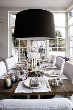 Casinha colorida: Tendência no décor 2015: móveis de madeira rústica na sala de jantar