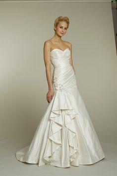 Ivory sweetheart neckline a-line Alvina Valenta wedding dress