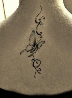 tatouage initiale de prénom