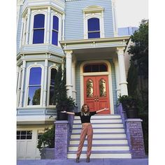 Creator Now Owns the Full House: Jeff Franklin chose a home to symbolize the Tanner family house. Now he owns the home. Full House Memes, Full House Funny, Full House Quotes, Candace Cameron Bure, Candice Cameron, Michael Champion, Dj Tanner, Netflix, Full House