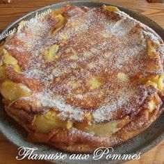 This delicious apple pie from Burgundy in France features molten, caramelized apples in a delicious crust! You just can't go wrong with this pie! Apple Pie Recipes, Sweet Recipes, Cake Recipes, Köstliche Desserts, Delicious Desserts, Yummy Food, Food Cakes, Cupcake Cakes, Sweet Pie