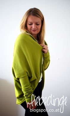 DIY cocoon cardigan ~ liebedinge. I havent't exactly understood where the arms are inserted ...