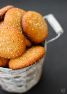 Almond and jam charm - HQ Recipes Cookie Recipes, Dessert Recipes, Cookie Desserts, Super Cookies, Decadent Cakes, Fruit Jam, Pan Dulce, Coconut Cookies, Cookie Crumbs