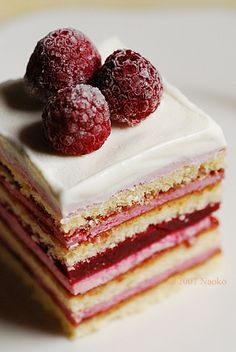 Raspberry Layer Cake #food #yummy <3<3 For guide + advice on healthy lifestyle, visit http://www.thatdiary.com/
