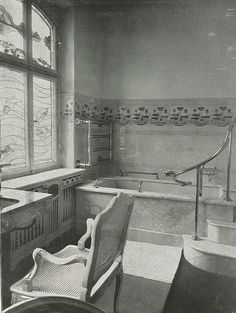 Art nouveau bathroom in a Mannheim house, 1902.