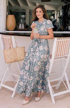 Dress sunday Women's floral maxi dress Perfect Easter dress. Easter dresses for women. Easter dresses for women church. Modest Clothing, Modest Dresses, Modest Outfits, Modest Fashion, Casual Dresses, Short Dresses, Dresses For Work, Fashion Outfits, Petite Maxi Dresses