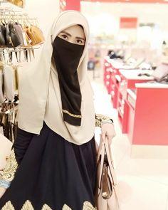 Hijabi Girl, Girl Hijab, Skirt Fashion, Women's Fashion, Face Veil, Architectural Presentation, Niqab, Muslim Women, Queen