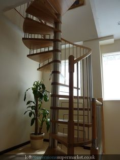 staircase to loft. can clean out closet and put there. Attic Loft, Loft Room, Small House Living, Living Spaces, Attic Spaces, Small Spaces, Attic Conversion, Loft Conversions, Interior Styling