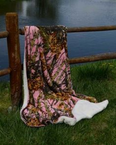 Pink Camo 50x70 Sherpa Mink Throw Style Blankets