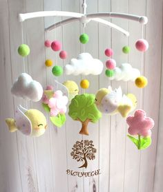 Handmade at The Baby Store Baby Crafts, Felt Crafts, Diy And Crafts, Baby Mädchen Mobile, Diy For Kids, Crafts For Kids, Baby Room Diy, Felt Wreath, Felt Baby