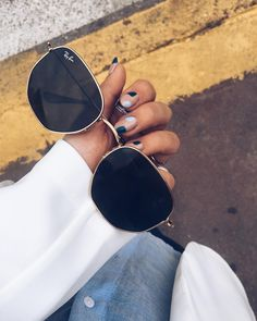 Ray Ban OFF!>> 57 ideas style girl fashion ray bans for 2019 Mirrored Sunglasses, Sunglasses Women, Hexagon Sunglasses, Oval Sunglasses, Sunglasses Sale, Polarized Sunglasses, Ray Bans, Lunette Style