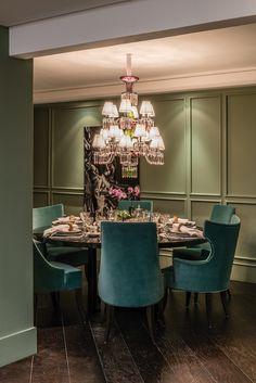 Lustre de cristal para a mesa de jantar, por Patrícia Penna para Sandro Barros
