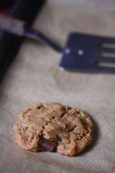 Flourless Chocolate Chunk Peanut Butter Cookies - great #passover or #glutenfree year round treat!