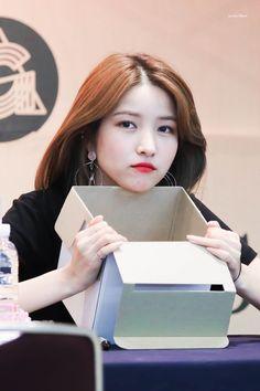 South Korean Girls, Korean Girl Groups, Gfriend Sowon, G Friend, Aesthetic Girl, Kpop Girls, Cute Girls, Idol, Shit Happens