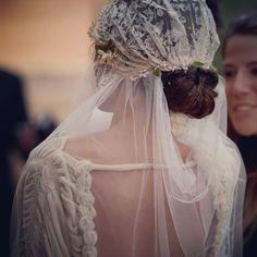 El vestido y el velo de Veronica Grolimund es uno de los mas lindos que hemos…