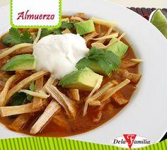 Mejora el sabor de tu sopa de tortilla con Consomé de Pollo o Consomé de Res Dela Familia.